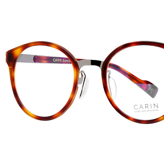 Carin Smith R C2 - Brille, Detail